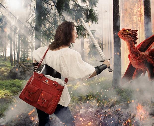 htri_dragonscale_handbag_holding_inuse